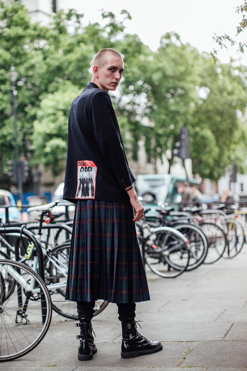"""London: <a href=""""http://www.fashionista.com""""_blank"""">Fashionista</a>"""