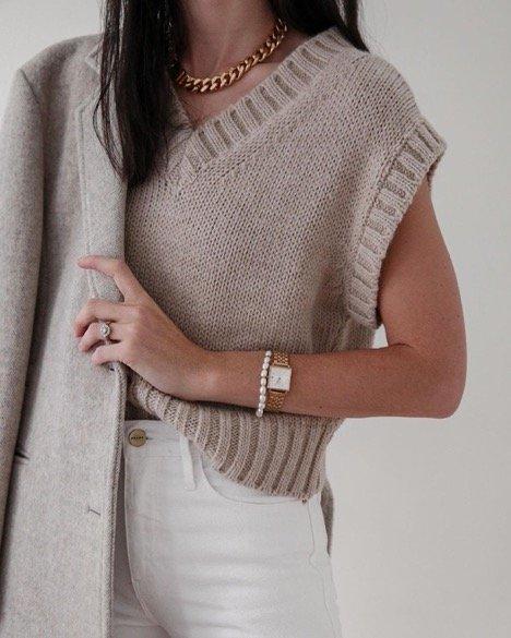 Sweater Vest worn by Madamoiselle Jaime